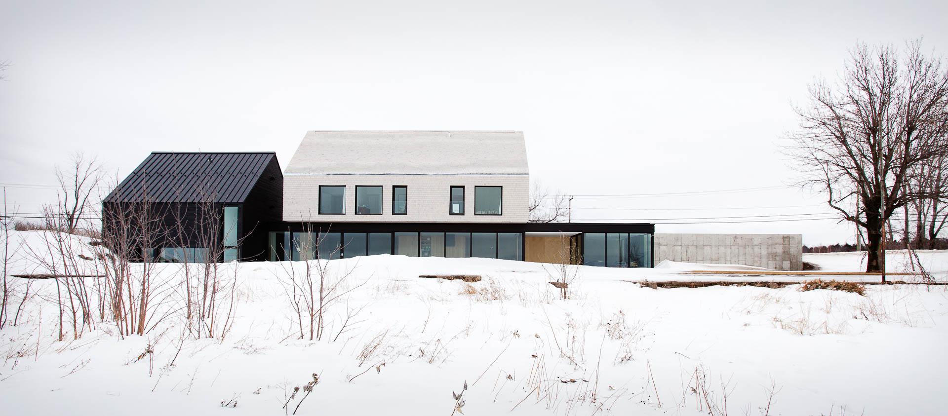 Résidence du Lac Saint-Pierre conçu la La SHED Architecture réalisé par Constructions Boivin